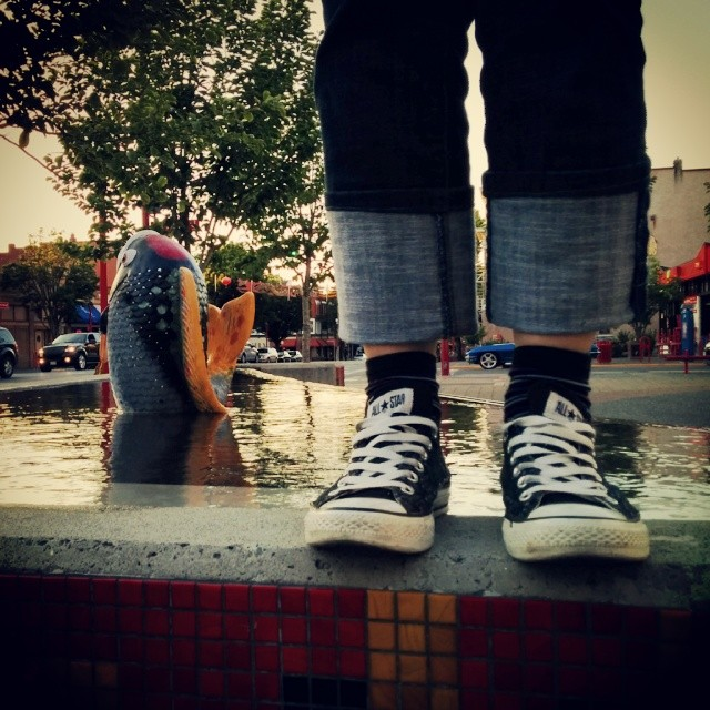 Kix stands on the fountain with koye by China town.